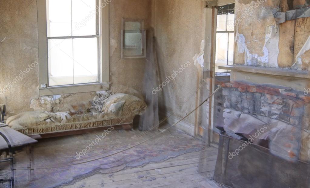 Ipastock interno di una casa di abbandono for Interno di una casa