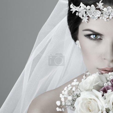 Ritratto di bella sposa. Abito da s...