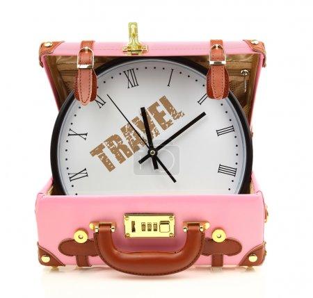 Valigia da viaggio rosa con orologi...