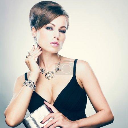 bella donna con make-up di sera. gi...