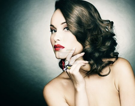 bella donna con make-up di sera