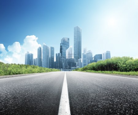 strada asfaltata e la città modern...