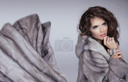 pelliccia di visone. ragazza invern...