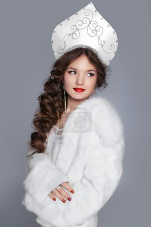 modello della bella ragazza russa n...