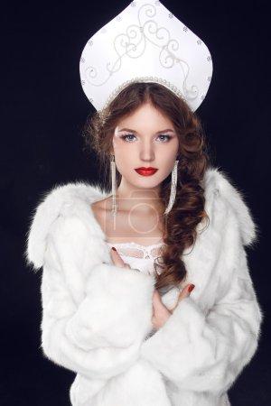 Modello di ragazza russa di modo in...