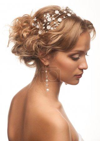 donna con un bel taglio di capelli