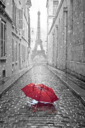 vista di Torre Eiffel dalla via di ...