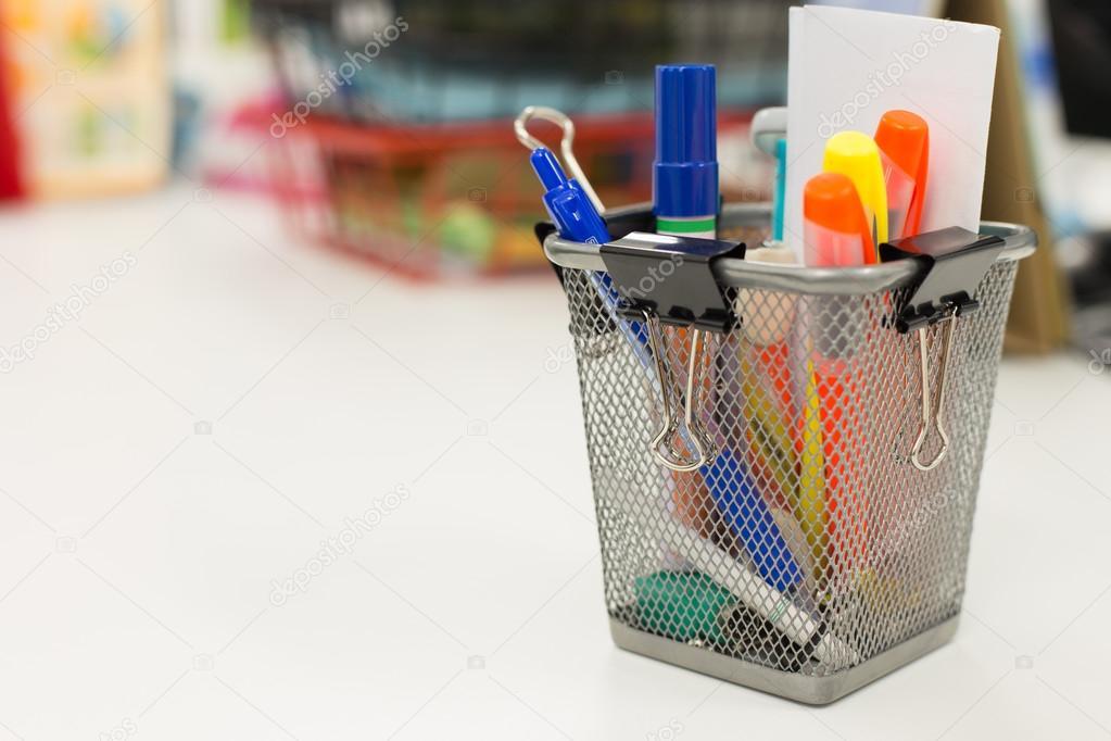 Ipastock attrezzature per ufficio sul tavolo - Mollettone per stirare sul tavolo ...