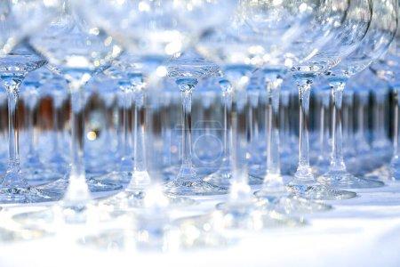 Un sacco di bicchieri di cristallo ...