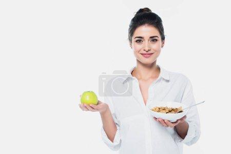 Donna sorridente con mela fresca e ...