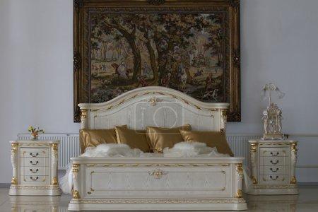 Ipastock bianco camera da letto in stile classico - Camera da letto stile classico ...