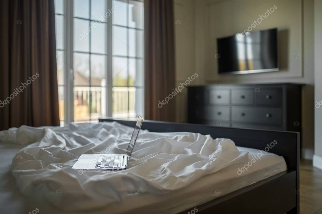 Ipastock camera da letto in stile moderno for Letto stile moderno