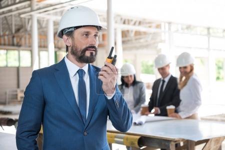 architetto in giacca e cravatta par...