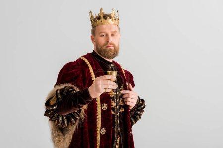 bellissimo re con coppa corona e gu...