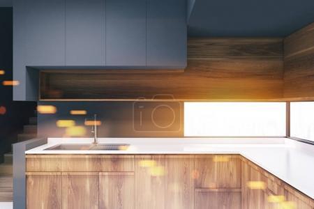 Ipastock dai toni grigio cucina con ripiani in legno - Ripiani interni cucina ...