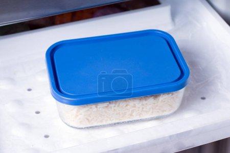 Ipastock contenitore con il cibo nel freezer cibo sano - Cucinare sano e gustoso ...
