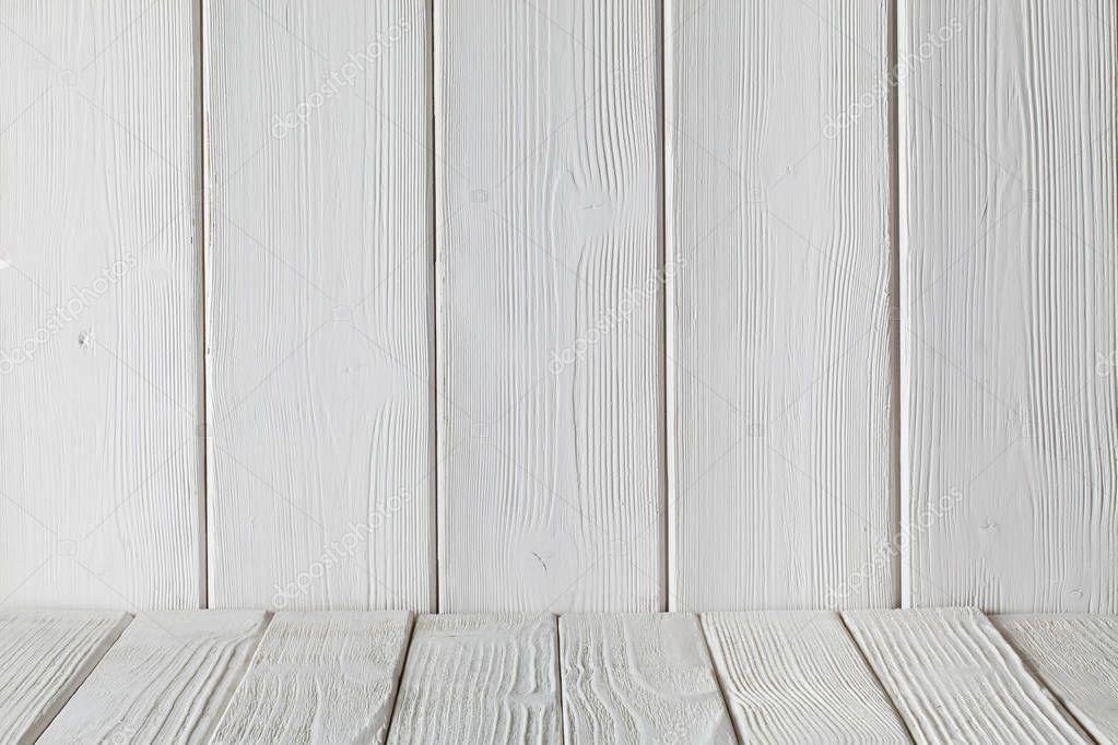 Ipastock priorit bassa interna stanza vuota parete in legno bianco e lavagne bianche sul - Parete interna in legno ...