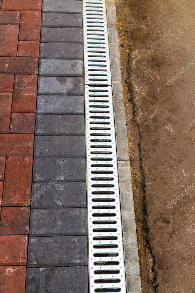 Ipastock - Canale di drenaggio con griglia per drenaggio ...