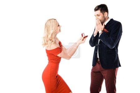 Donna attraente proponendo il ragaz...