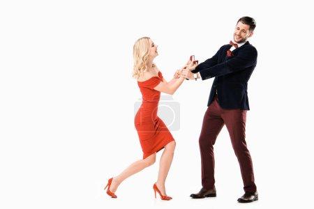 Donna attraente proponendo fidanzat...