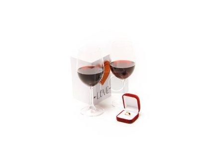 Due vetri con rosso vino, bella car...