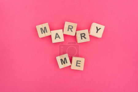 vista superiore di sposarmi letteri...