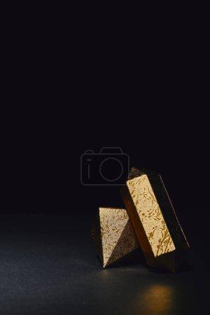 scintillanti perline in pezzi d'oro...