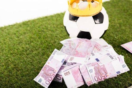 banconote in euro vicino a pallone ...