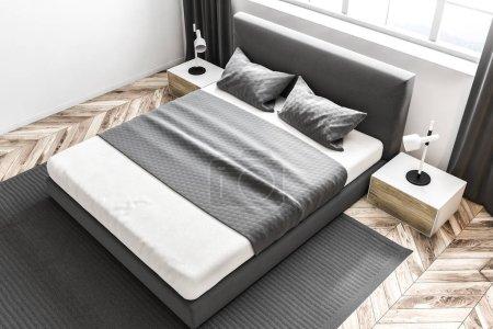 Ipastock vista dall 39 alto di una camera da letto con pareti bianche un tappeto su un pavimento - Letto sotto finestra ...