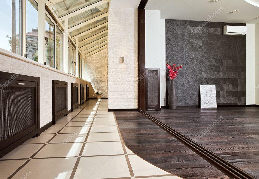 Ipastock studio moderno e balcone interno for Interno moderno