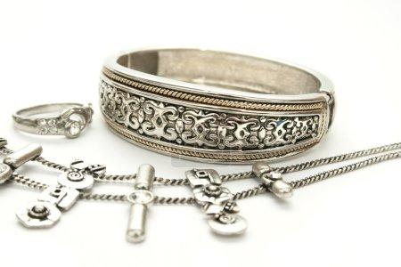 Bracciale, anello e collana