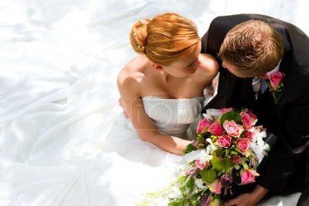 matrimonio coppia abbracciarsi, il