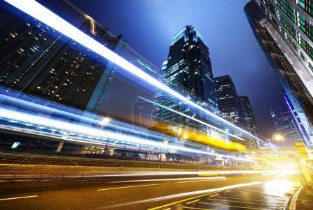 traffico in hong kong di notte