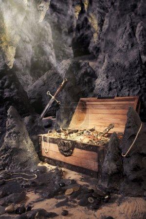 Aprire la cassa del tesoro con oro ...